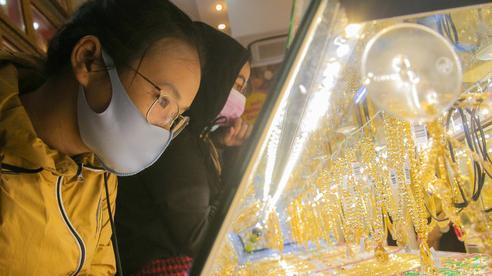 Giá vàng hôm nay 11-5: Tăng 56 USD trong 4 phiên, các quỹ đầu tư mua 5,8 tấn vàng