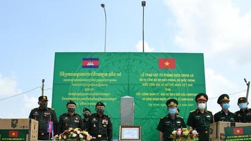 Bộ Tư lệnh BĐBP hỗ trợ vật tư phòng, chống dịch Covid-19 cho lực lượng vũ trang và bà con Việt kiều tại Campuchia