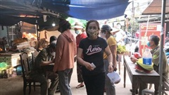 Địa phương đầu tiên ở Thừa Thiên - Huế phát phiếu đi chợ cho người dân