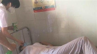Một số nhân viên y tế ở Bắc Ninh kiệt sức khi chống dịch