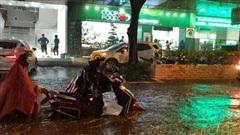 Nguyên nhân khiến Hà Nội 'phố cũng như sông' sau cơn mưa lớn chiều 11/5