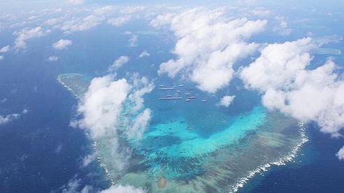 Philippines tố gần 300 tàu Trung Quốc vẫn bám trụ gần Trường Sa