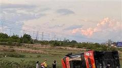 Xe khách Phương Trang tự lật, 9 người bị thương
