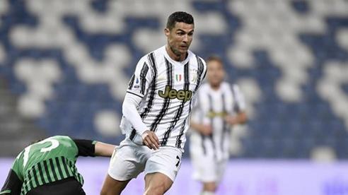Ronaldo lập kỷ lục ghi bàn vô tiền khoáng hậu