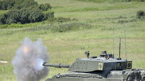 Uy lực xe tăng 'Kẻ thách thức' tới từ nước Anh