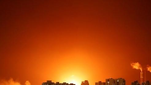 Tên lửa đánh trúng bể chứa dầu thô tại tuyến đường ống xuyên Israel