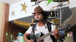 Band nhạc một thành viên và bài hát cổ vũ tuyến đầu chống COVID-19