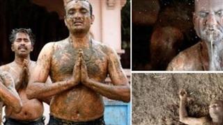 Người Ấn tự ý chữa bệnh bằng việc tắm phân và nước tiểu bò: Chuyên gia y tế đưa ra cảnh báo cứng rắn