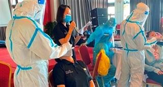 Thêm hai người đi cùng máy bay với chuyên gia Trung Quốc nhiễm COVID-19