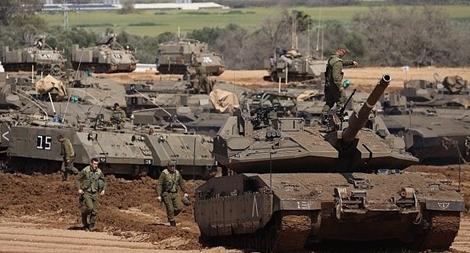 Israel triển khai pháo, xe tăng và lục quân tấn công Dải Gaza