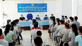 Trao tặng 2.000 phần quà cho công nhân có hoàn cảnh khó khăn tại Trà Vinh