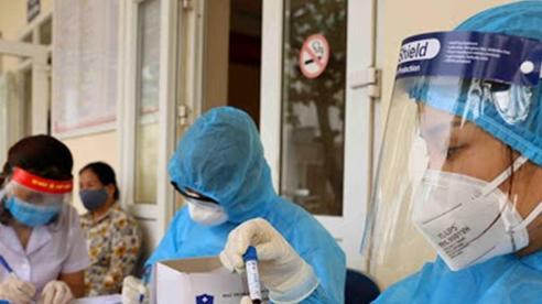 Bệnh viện Phổi Trung ương: 2 bác sĩ mắc Covid-19, xét nghiệm 2.000 người