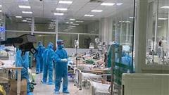 3 nhân viên y tế mắc COVID-19 diễn biến nặng hơn