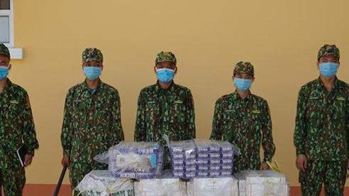 Phát hiện 2 vụ buôn lậu trong đêm, thu giữ 3.500 gói thuốc lá ngoại nhập lậu