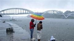 Ấn Độ sơ tán hàng chục nghìn người tránh bão Tauktae, ít nhất 4 người thiệt mạng do bão