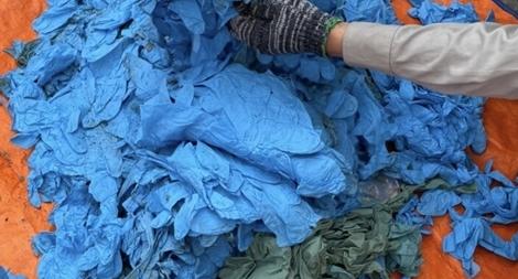 Phát hiện gần 15 tấn găng tay cũ nhập khẩu từ Trung Quốc