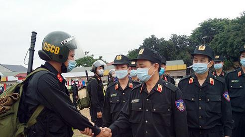 300 cảnh sát cơ động lên đường hỗ trợ Bắc Giang chống dịch Covid-19