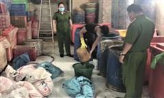 Phát hiện cơ sở dùng hoá chất ngâm ốc ở Sài Gòn, thu giữ gần 2 tấn thịt ốc
