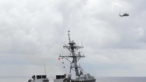 Trung Quốc phản ứng khi tàu chiến Mỹ đi qua eo biển Đài Loan