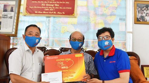 Chương trình 'Mai Vàng nhân ái' thăm Nhà giáo Nhân dân Hà Quang Văn và nhạc sĩ Phùng Trọng
