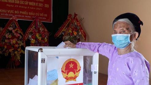 Hàng triệu cử tri Thanh Hóa tuân thủ nghiêm phòng dịch COVID-19 khi đi bầu cử