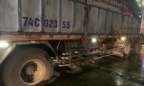 Xe tải tông xe máy khiến 1 người chết, 1 người bị 'kéo lê' 20 km... thoát chết