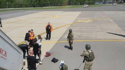 Belarus chặn máy bay đang bay, bắt người như phim