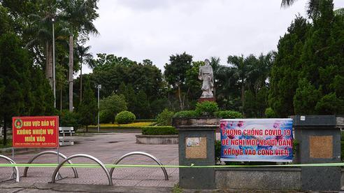 Hà Nội: Khu vui chơi, công viên, vườn hoa căng dây, cắm biển cấm tụ tập đông người