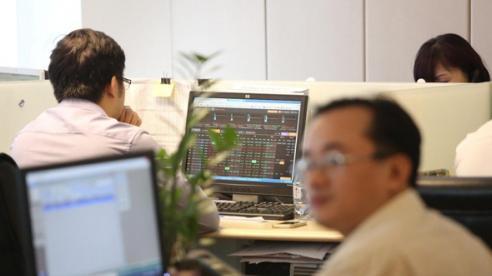 Thị trường đứng trước áp lực chốt lời sau khi lập đỉnh 1.300 điểm