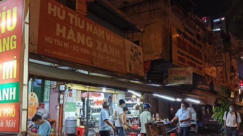 Không chấp hành công tác phòng chống dịch COVID-19, loạt quán cà phê, quán ăn vỉa hè bị phạt tiền