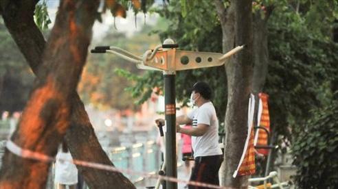 Hà Nội: Nhiều người dân vẫn 'chui dây', 'vượt rào' để tập thể dục