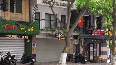 Nhiều 'phố cà phê' Hà Nội vắng như Tết sau lệnh cấm bán hàng
