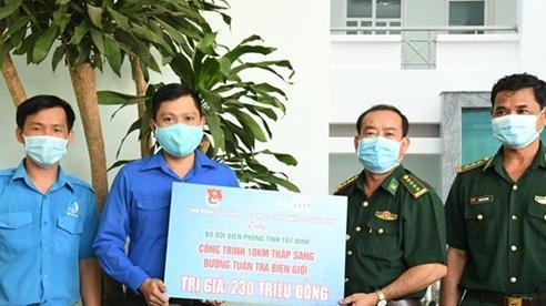 'Thắp sáng đường tuần tra biên giới' trên 10km đường giới Tây Ninh