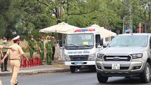 Đà Nẵng: Tài xế xe khách gây rối, chống người thi hành công vụ tại chốt kiểm dịch