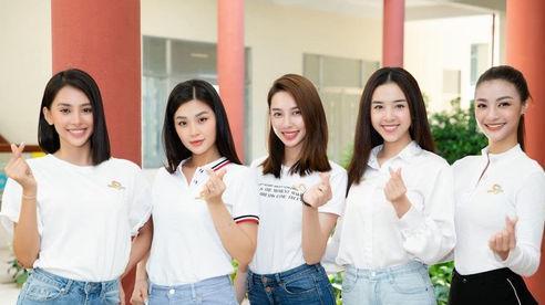 Dàn hoa hậu trao 100 triệu mua vaccine cho công nhân Bắc Giang