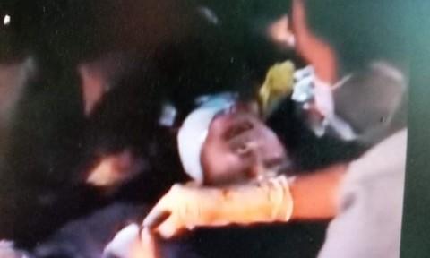 Thanh niên nghi ngáo đá, tự dùng dao cắt cổ tử vong