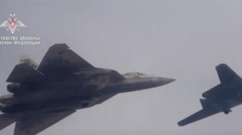 Đội hình tấn công khủng khi Su-57 điều khiển 4 chiếc Okhotnik