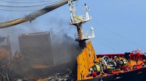 Tàu chở hàng bốc cháy ngoài khơi Sri Lanka, Singapore phát lệnh điều tra