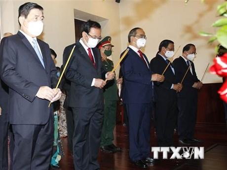 Lãnh đạo TP.HCM dâng hương tưởng nhớ Chủ tịch Hồ Chí Minh