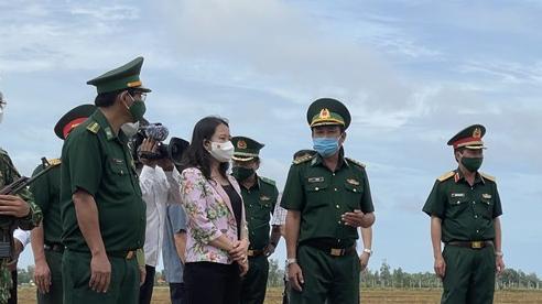 Phó Chủ tịch nước thăm, kiểm tra lực lượng thực hiện nhiệm vụ bảo vệ biên giới An Giang