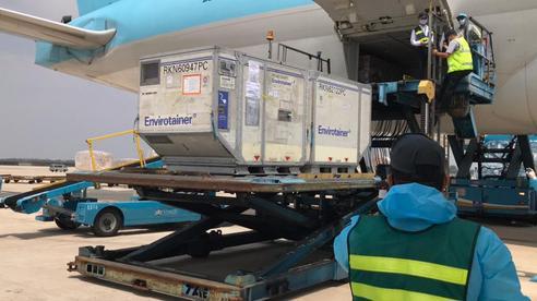 Các chuyến bay vận chuyển vắc-xin Covid-19 được quyền ưu tiên hạ cánh
