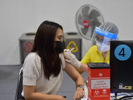 Thái Lan bắt đầu chiến dịch tiêm chủng, hướng tới miễn dịch cộng đồng