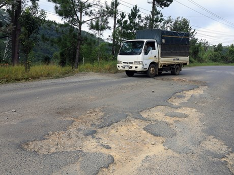Lâm Đồng: Sửa chữa mặt đường Quốc lộ 20 đoạn đèo Mimosa