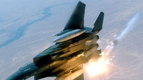Mỹ độ chế F-15 quyết ăn thua với...Su-35?
