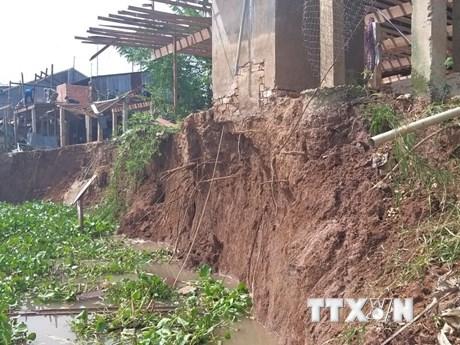 An Giang: Sạt lở tỉnh lộ 946, nhiều căn nhà nguy cơ rơi xuống sông