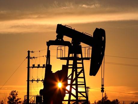 Lượng xăng dự trữ của Mỹ cao hơn dự đoán, giá dầu châu Á giảm nhẹ