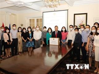 Cộng đồng người Việt tại Anh quyên góp ủng hộ phòng chống dịch