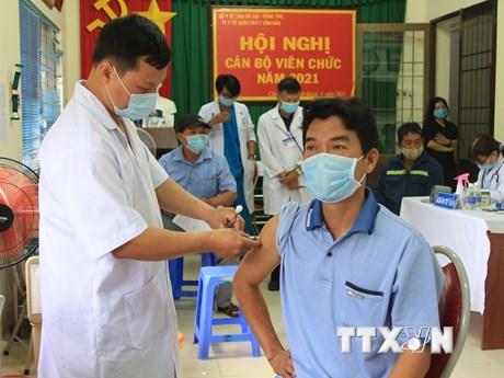 Côn Đảo bắt đầu tiêm vaccine cho đối tượng ưu tiên, Đà Nẵng tiêm đợt 3