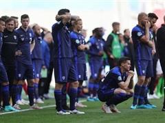 Tiền vệ Christian Eriksen của Đan Mạch bất tỉnh ngay trên sân