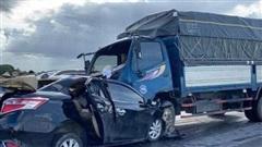 Tai nạn kinh hoàng ở Hưng Yên, 3 người trên xe con tử vong